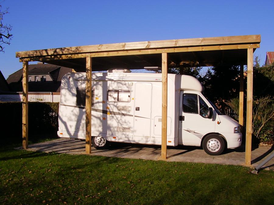 Holzcarport für Wohnmobil