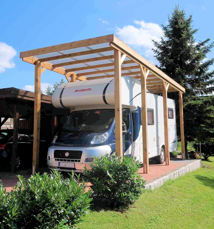 Extrahohes Carport aus Holz für Wohnmobil