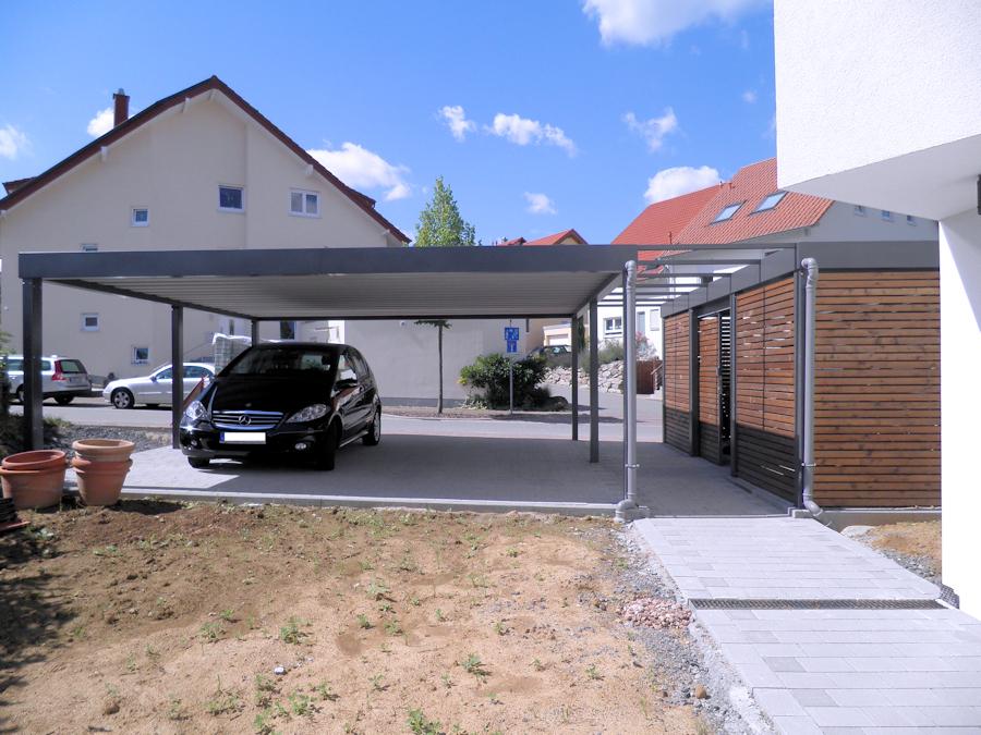 Doppelcarport aus Stahl ohne Mittelpfosten mit Fahrradunterstand