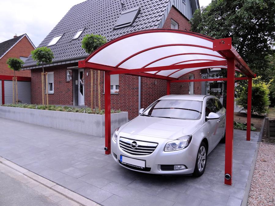 Rotes Carport aus Aluminium